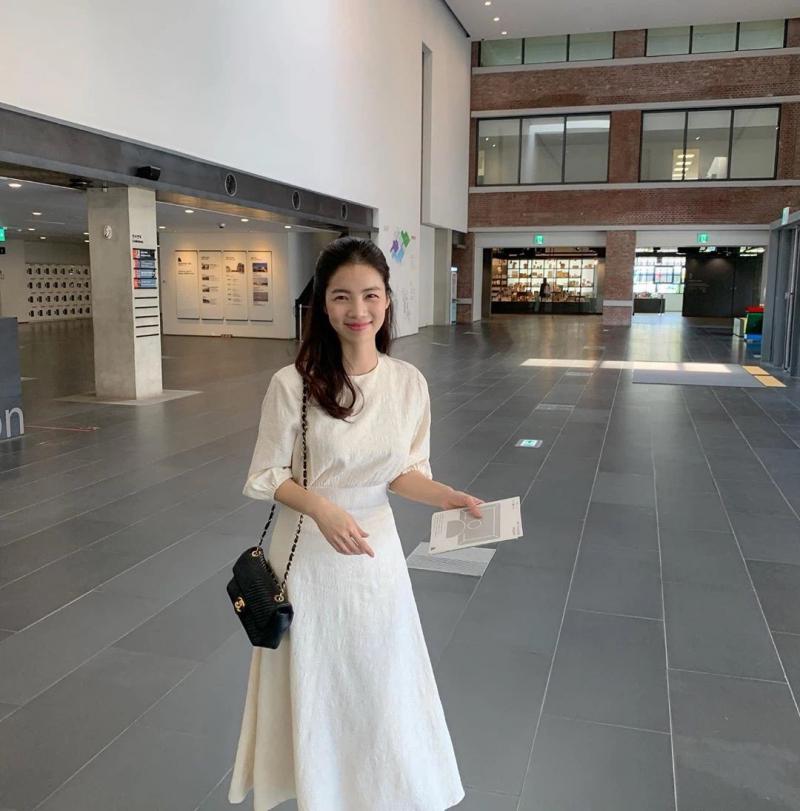 Váy trắng không nên được mặc khi đi dự tiệc cưới