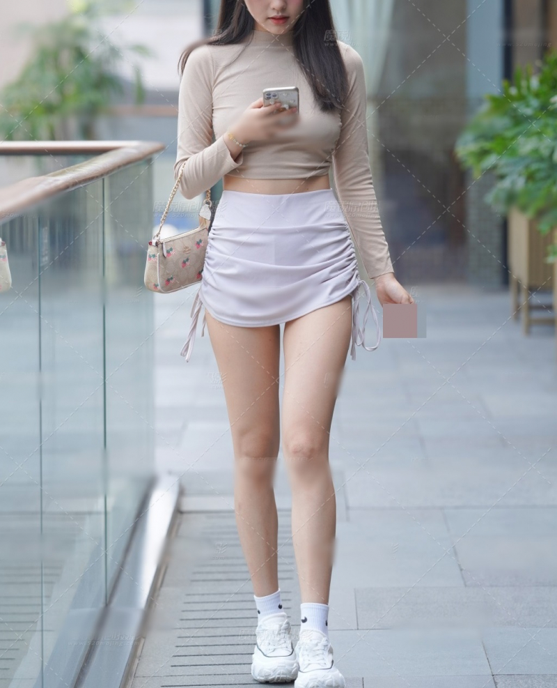 Không mặc trang phục quá ngắn hay quá hở hang