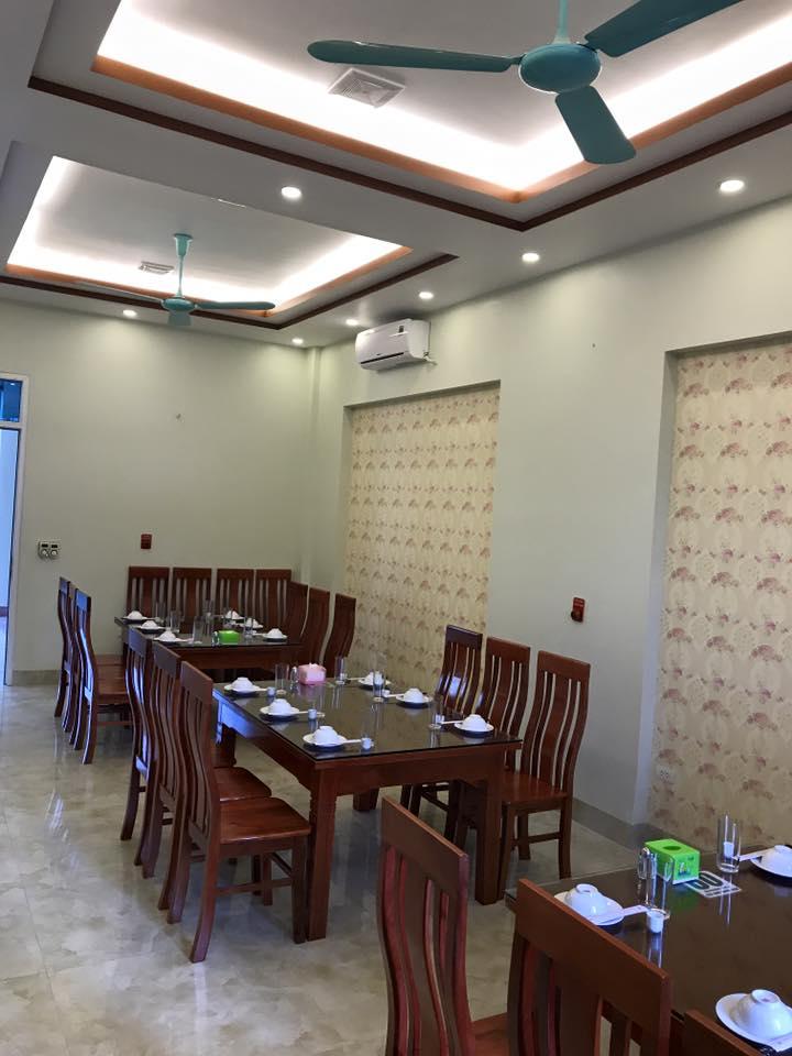 Một góc không gian phía trong nhà hàng