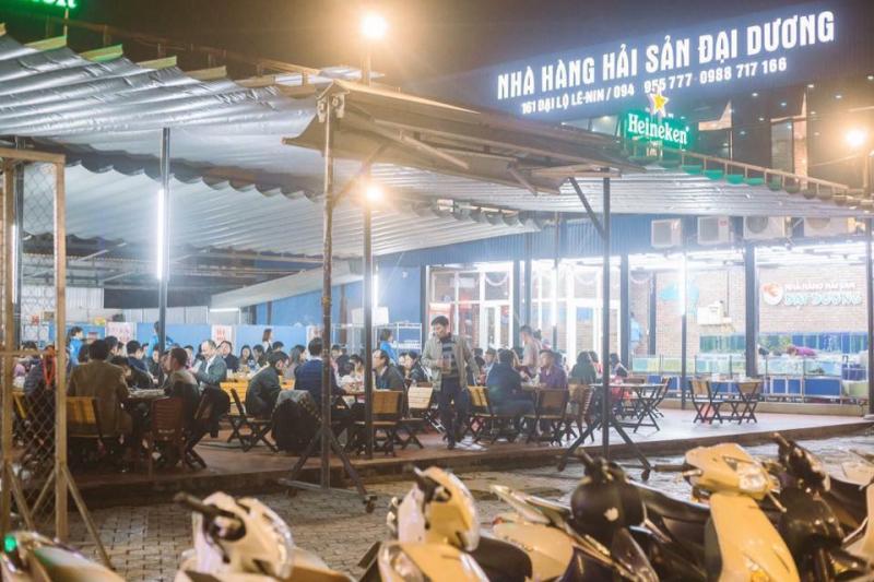 Không gian nhà hàng rộng rãi, tiếp đón được lượng khách lớn