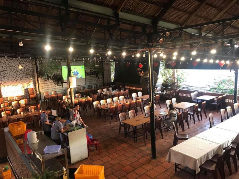 Nhà hàng nướng Cô Nên nằm trên đường Trần Phú