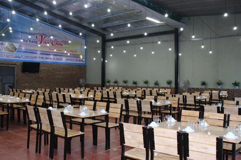 Không gian nhà hàng sang trọng, rộng rãi