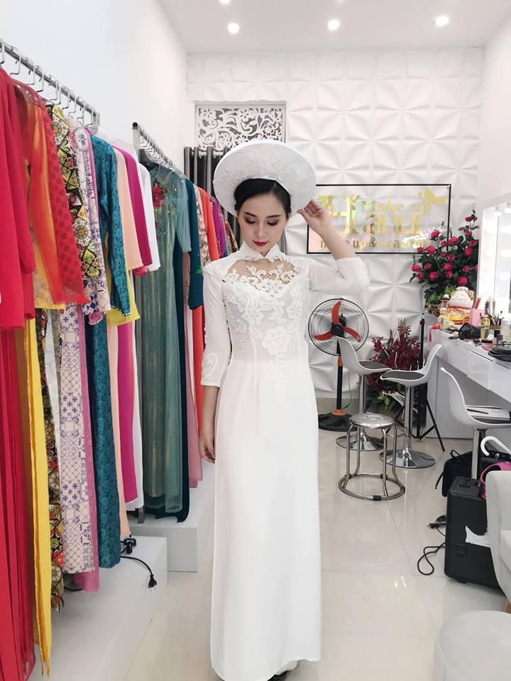 Áo dài trắng nhẹ nhàng nữ tính cho cô dâu