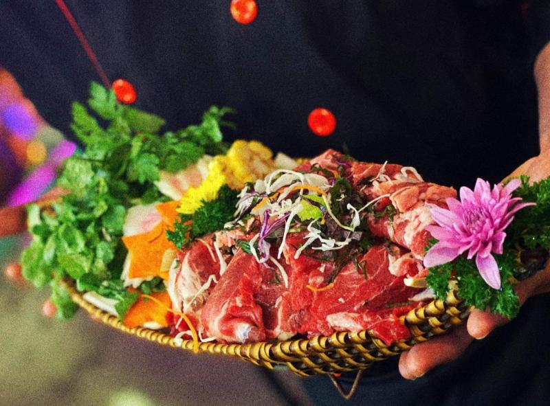 PHỐ NƯỚNG TOKYO - BBQ & BEER có đa dạng các loại thịt, hải sản