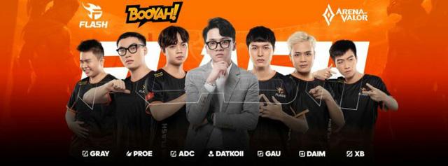 """Vừa giành chiến thắng đầu tiên ở ĐTDV mùa Đông 2021, HLV của Team Flash đã tiết lộ chuyện """"tâm linh"""""""