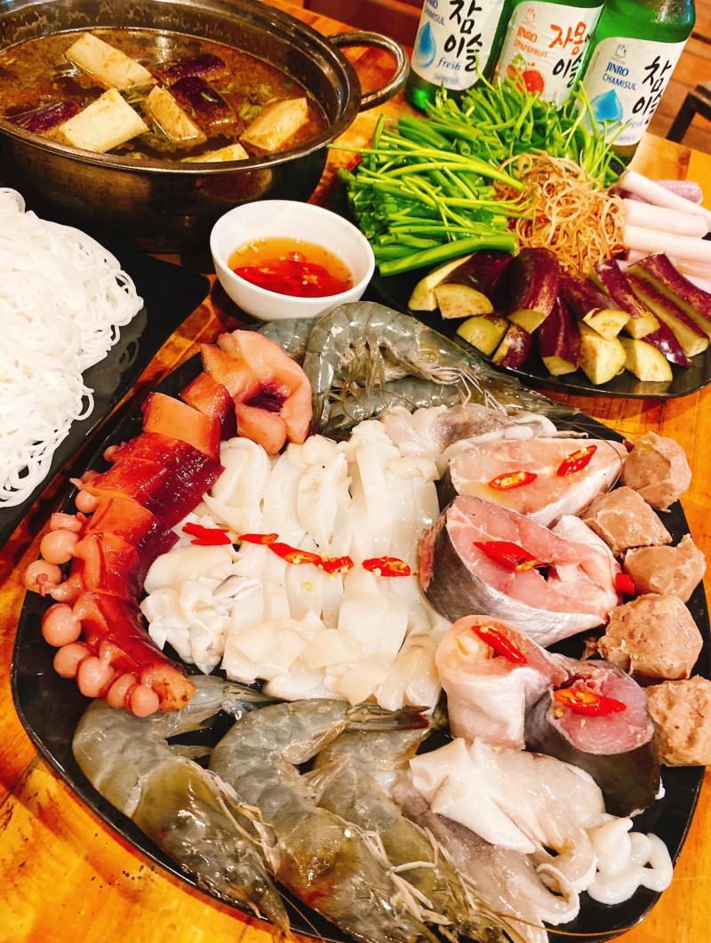 Hoạt động lâu năm cũng như chất lượng tốt đã giúp Lẩu nướng Mon Mon ghi điểm tuyệt đối với mọi thực khách