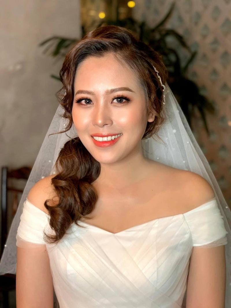 Rita Vu Make Up sử dụng dụng cụ và mỹ phẩm trang điểm cao cấp trong makeup của mình
