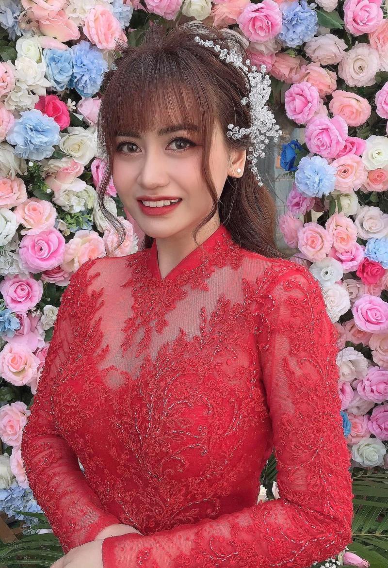 Tại Sally Chu Makeup có nhiều lối trang điểm, làm tóc cô dâu từ hiện đại đến truyền thống