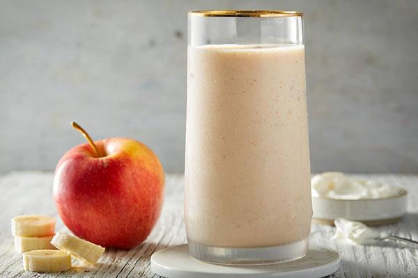Sinh tố táo, chuối, bơ đậu phộng cho bé