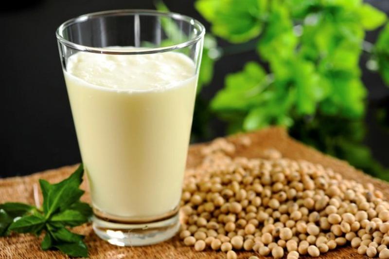 Sử dụng sữa đậu nành cho trẻ dưới 1 tuổi có thể gây chảy máu đường ruột