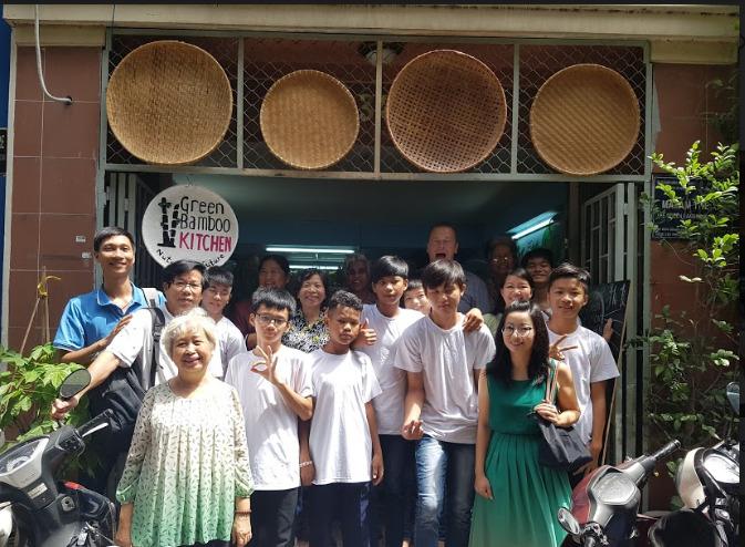 The Green Bamboo Project - Mái Ấm Tre Xanh cung cấp hỗ trợ dinh dưỡng cho trẻ em nghèo, thanh thiếu niên viện trợ và trẻ em và thanh thiếu niên di cư trong việc mua tài liệu pháp lý, đào tạo nghề và tiếp cận với chương trình giảng dạy chính thức