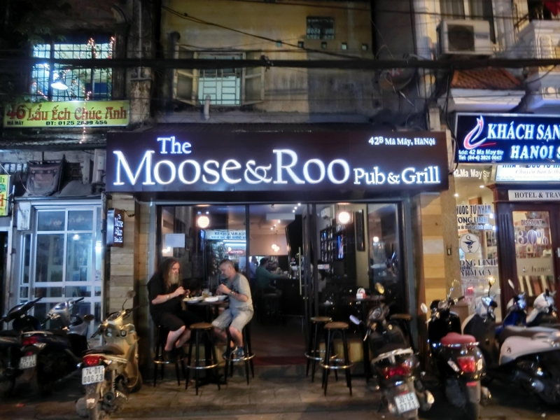 The Moose & Roo Pub & Grill nhìn từ bên ngoài