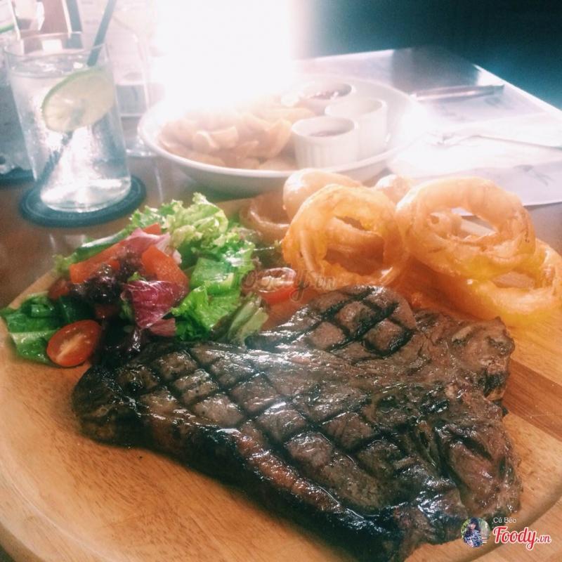 Beefsteak tại The Republic Bar - Xuân Diệu