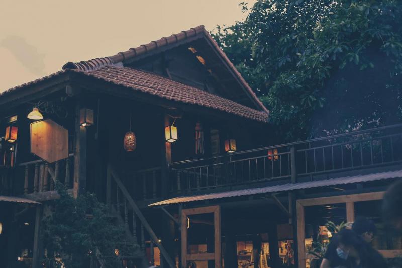 The Wood House - Nhà sàn cuối ngõ