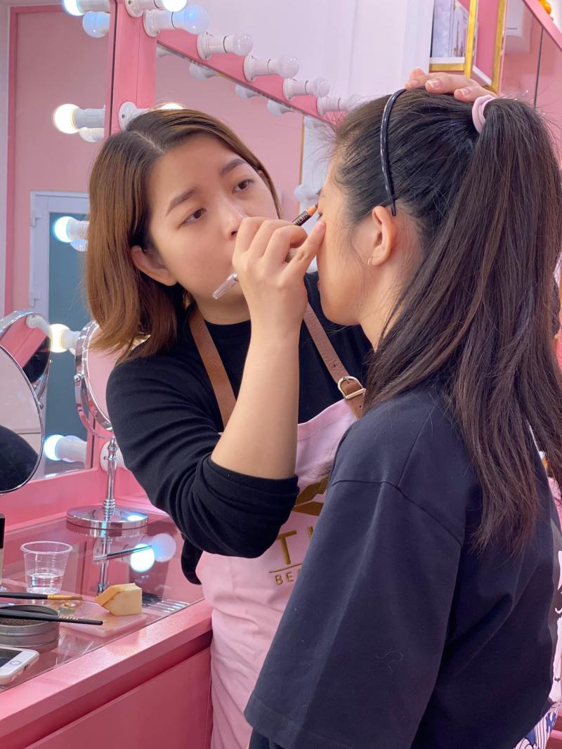 Tipu Make Up sở hữu đội ngũ chuyên viên có tay nghề cao