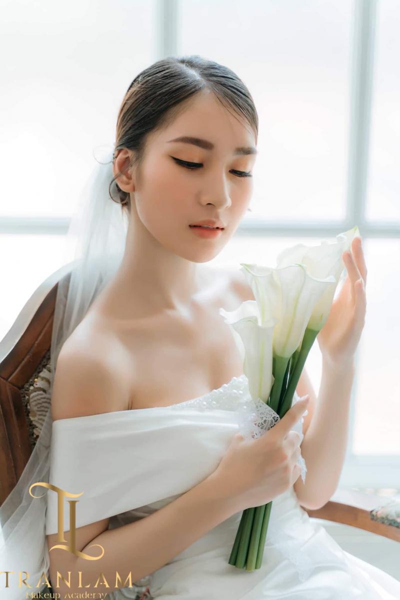 Tại Trần Lâm MakeUp Academy nổi tiếng với các gói dịch vụ trang điểm như: cô dâu, dự tiệc, event, chụp ảnh...