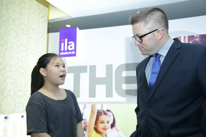 Các bạn trẻ tự tin giao tiếp khi học tại ILA