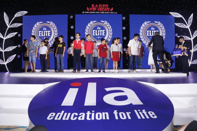 Trung tâm Anh ngữ ILA trao thưởng cho các bạn thành tích tốt