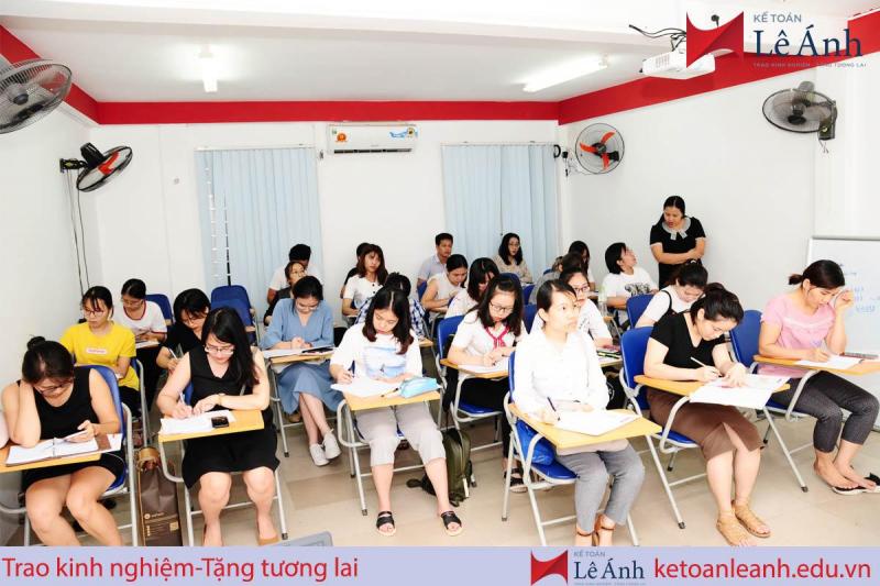 Trung tâm kế toán- xuất nhập khẩu Lê Ánh