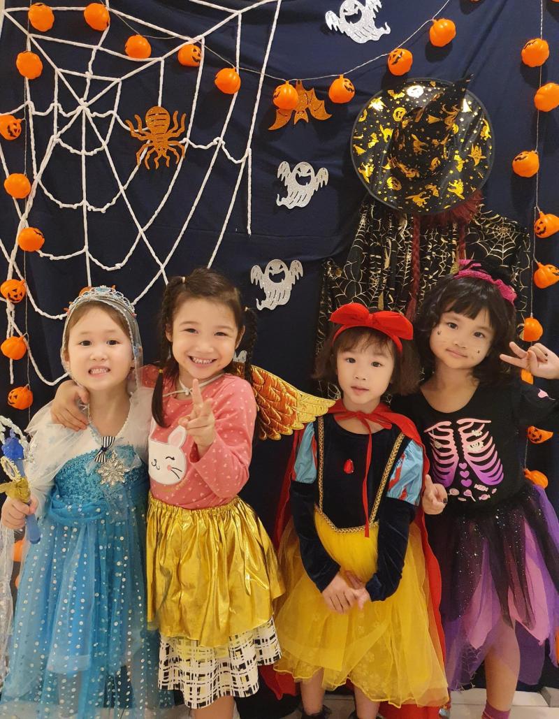 Bé tham gia Halloween ở Trường mầm non quốc tế KinderWorld