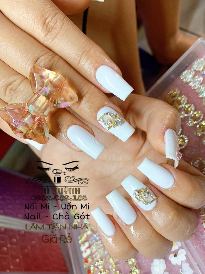 Tú Huỳnh Nail có nhiều những mẫu nail với kiểu dáng đẹp - độc - lạ, đảm bảo sẽ giúp cho bạn thể hiện một cách độc đáo style riêng của mình