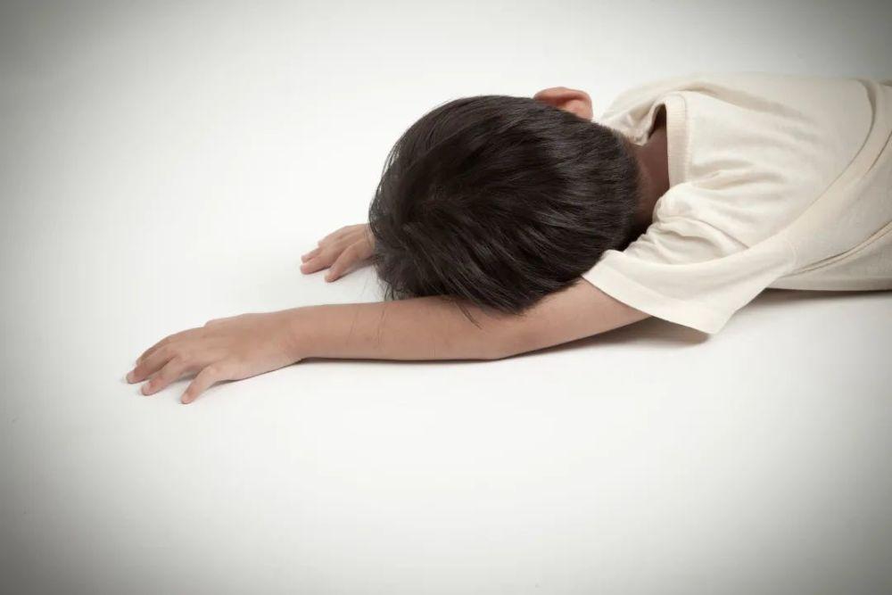 Ngất xỉu trong lúc đang chơi game, cậu bé 12 tuổi tình cờ phát hiện ra mình đang mang u não
