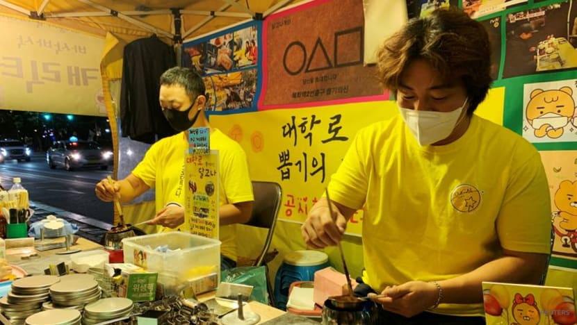 Người bán kẹo đường ở Hàn Quốc kiếm bộn tiền nhờ Squid Game