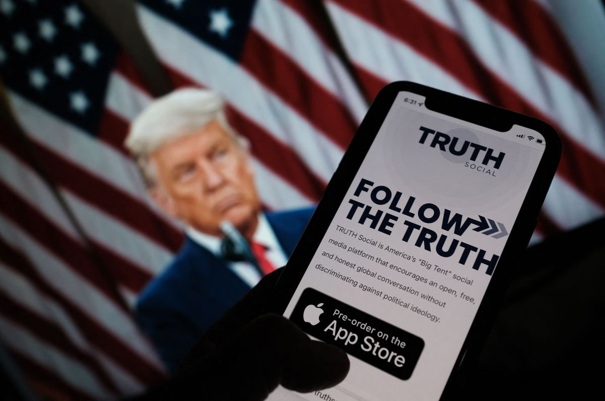 Nói là làm, ông Trump công bố mạng xã hội mới, tuyên chiến với Facebook, Twitter