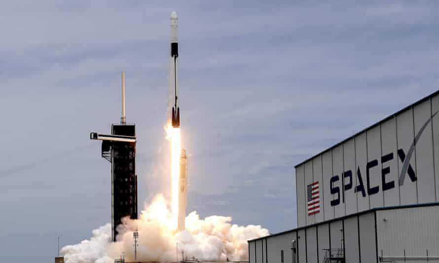 Giá trị công ty vũ trụ của Elon Musk vượt 100 tỷ USD