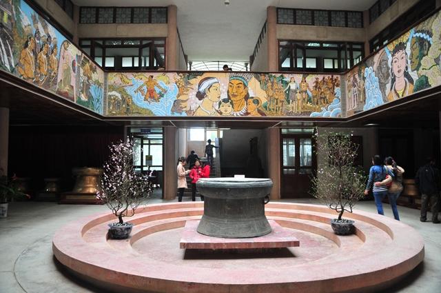 Không gian trưng bày trong bảo tàng Hùng Vương