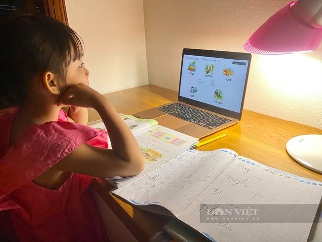 Nỗi buồn 1 tháng học online: Phụ huynh nghỉ việc chưa dám đi làm, con thành… game thủ