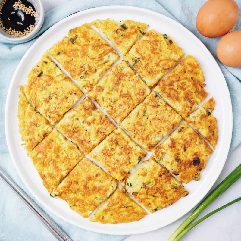 Chế biến hạt chia chiên trứng