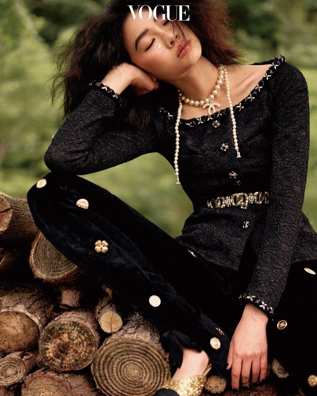 """Jung Ho Yeon – Siêu mẫu đóng """"Squid game"""" chiếm sóng Vogue Hàn tháng 11 với phong cách cực đỉnh"""