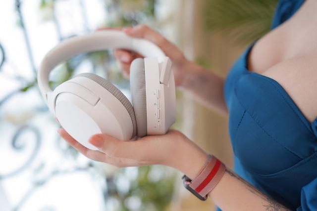 """Razer Opus X: Tai nghe bluetooth """"siêu trắng tròn"""" cho anh em nâng tầm gaming và giải trí"""