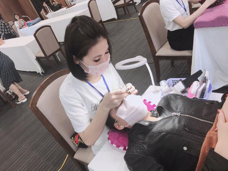 Nối mi chuyên nghiệp - Học viện nối mi cấp tốc-Ms Huyền Mi
