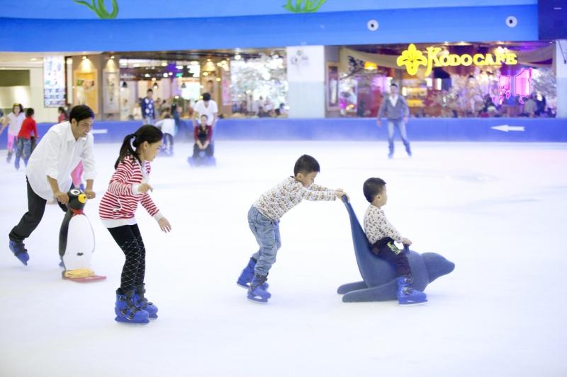Sân trượt băng trong nhà tại Vincom Mega Mall Thảo Điền