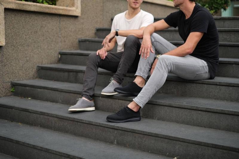 Top 10 Giày sneaker nam chính hãng được yêu thích nhất hiện nay