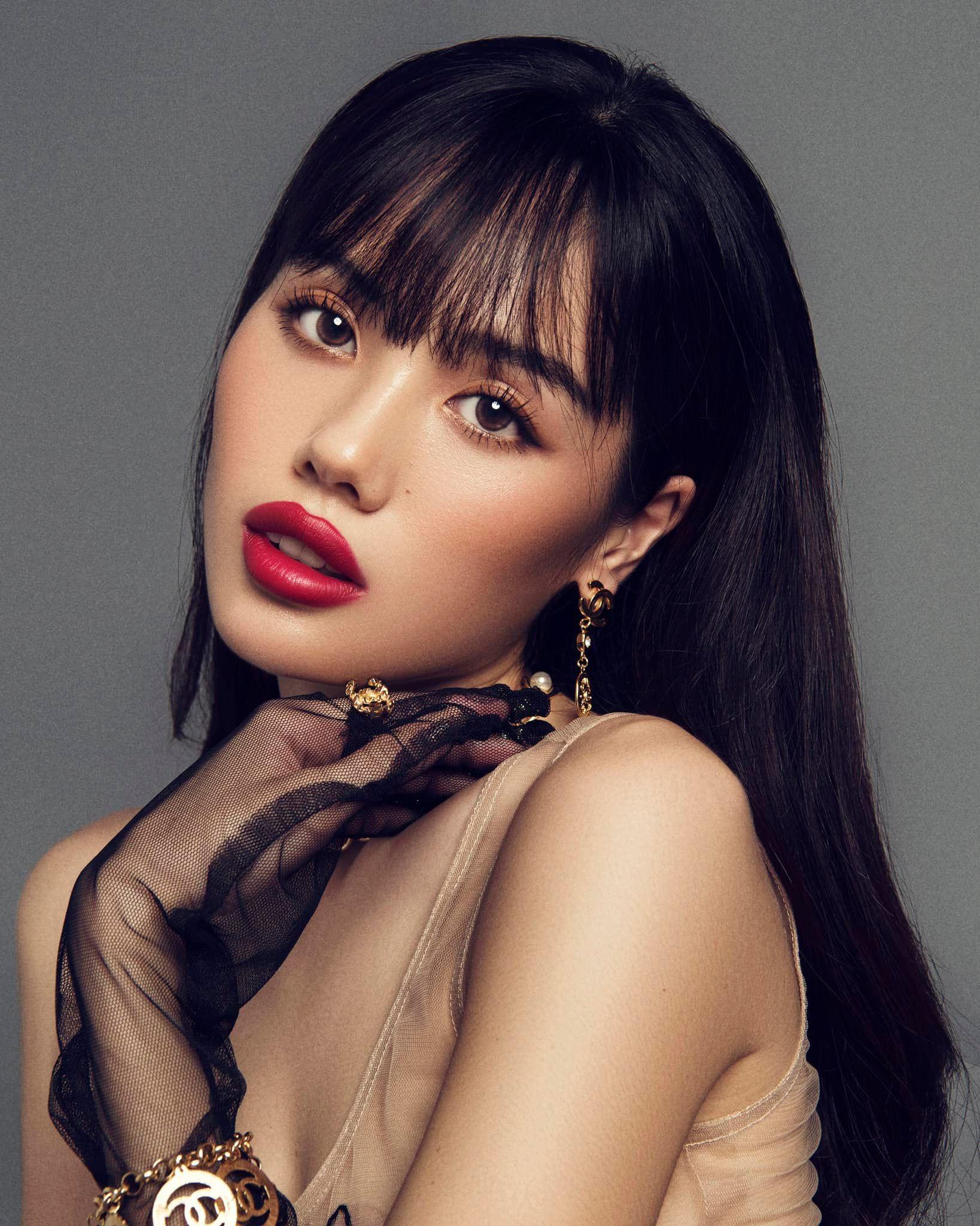Vẻ nóng bỏng của hot girl vướng tin đồn hẹn hò Trương Thế Vinh