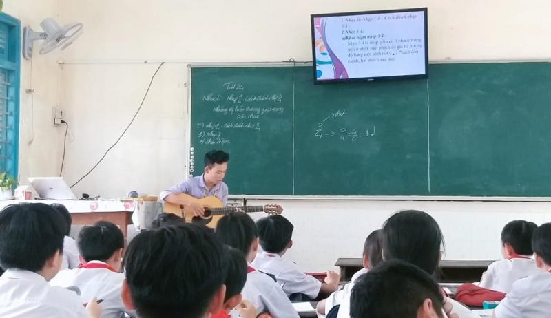 Giờ học âm nhạc tại Trường THCS Nguyễn Trãi