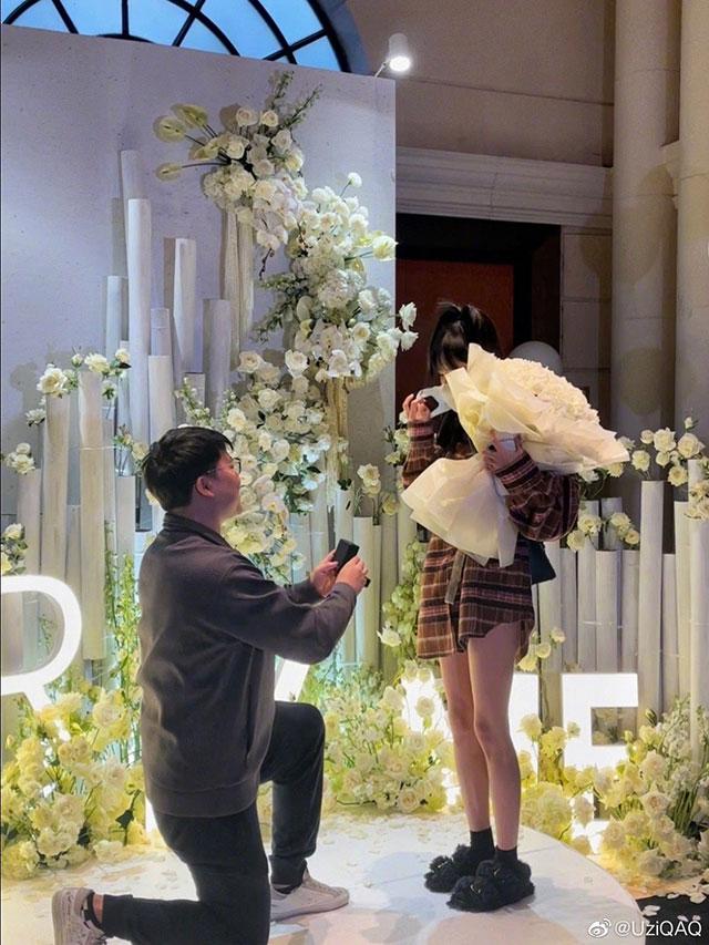 Uzi chốt sổ, chính thức cầu hôn Aomi