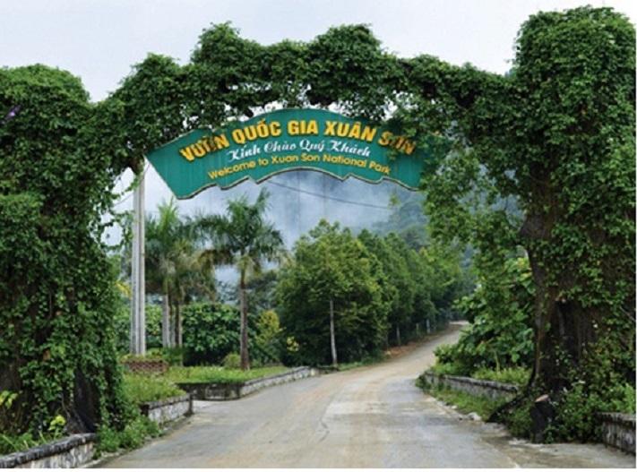 Cổng chào vườn quốc gia Xuân Sơn
