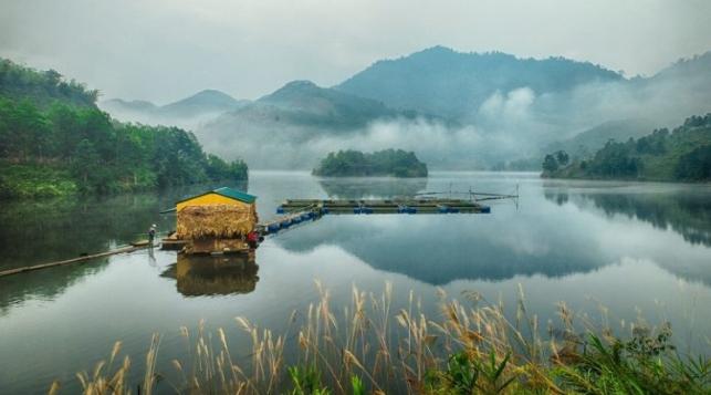 Khung cảnh thanh bình trong vườn quốc gia Xuân Sơn
